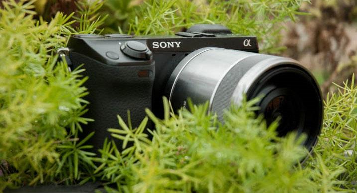 Sony 30mm f/3.5 Macro Lensa