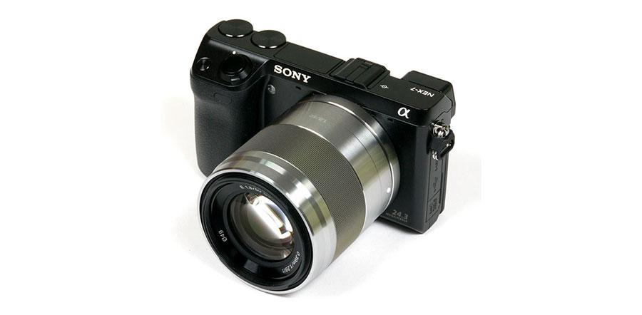 Sony E 50mm f/1.8 OSS Lensa