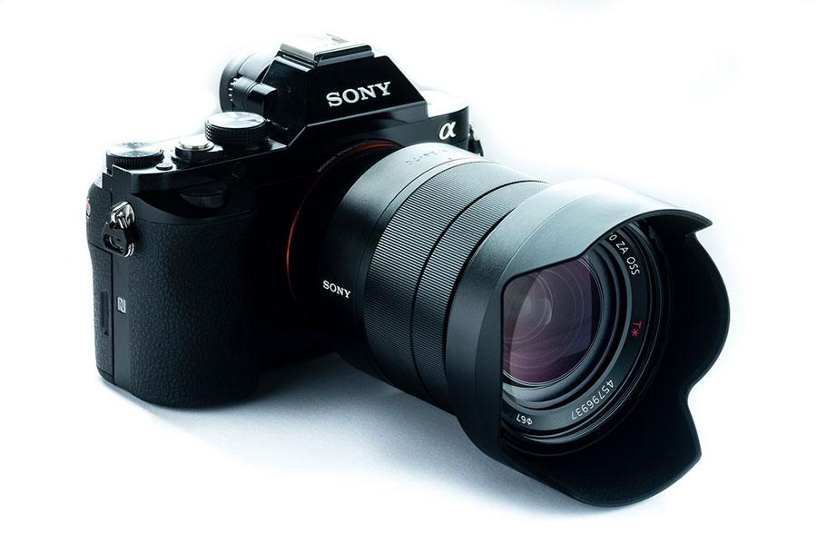 Sony-FE-16-35mm-f4-ZA-OSS-Vario-Tessar-T-Lensa