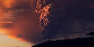volcano-eruption-martin-heck-highlight-768x512