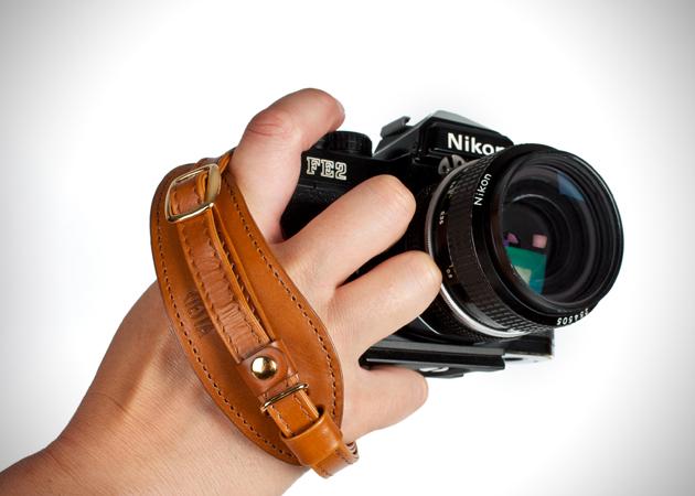 Gunakan strap kamera DSLR