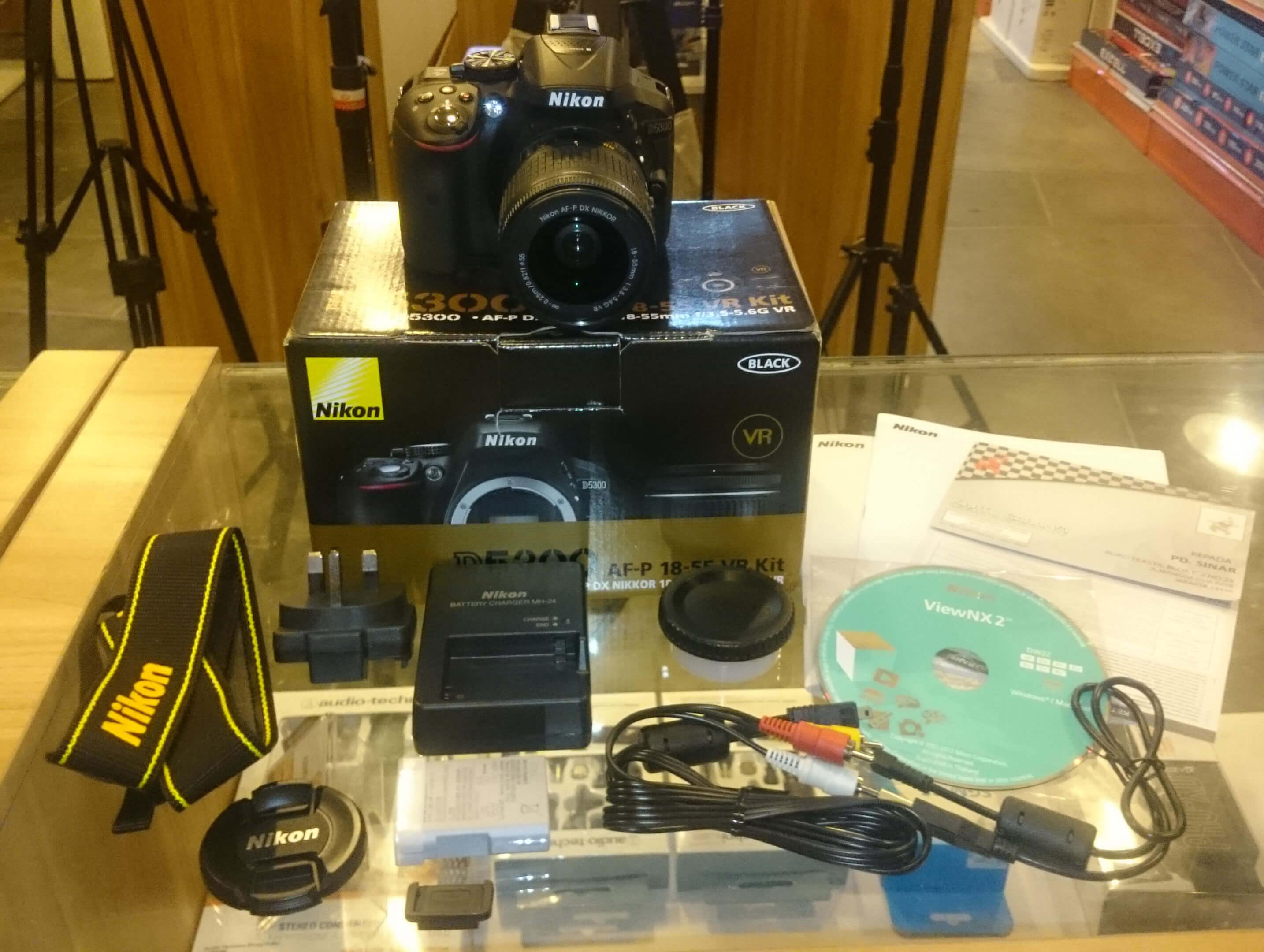 Nikon D5300 Kit Nikkor 18 55mm Vr Harga Dan Spesifikasi Kamera Dslr Lensa Af S Ii Jual With P Dx F 35